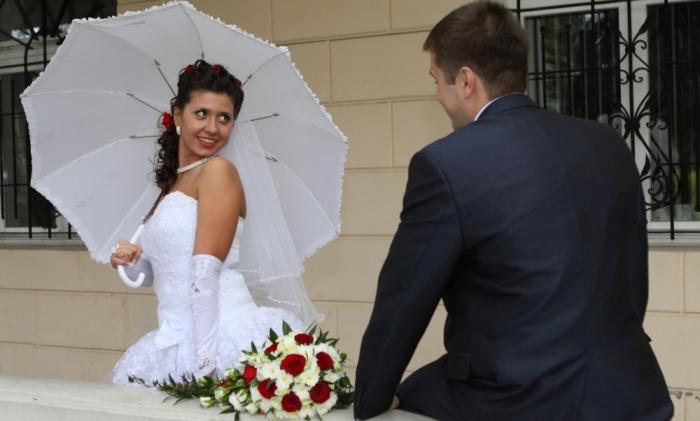 Онлайн видео в свадебном туалете подсмотрел тещей