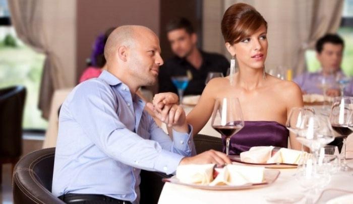 Признание в ресторане как приглашение выйти замуж