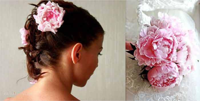 Сезонные цветочки в укладке волос невесты