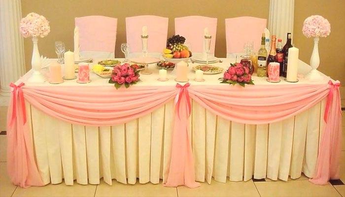 Идея для украшения стола жениха и невесты