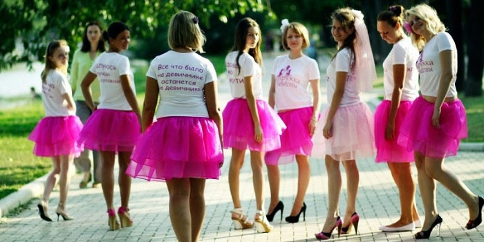 Одинаковые наряды для подружек невесты на девичник