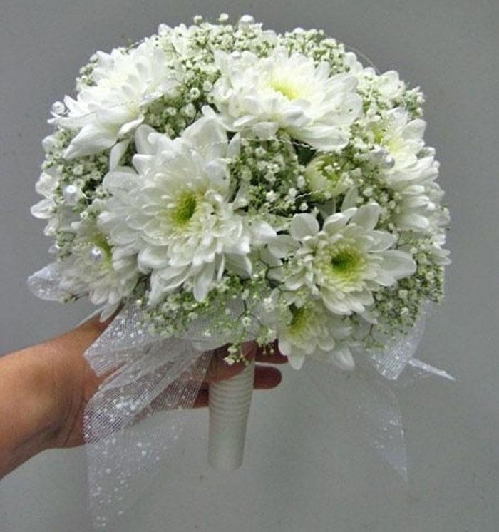 Букет для свидетельницы покупает свидетель на свадьбе