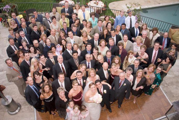 Приглашаем гостей на скромную свадьбу