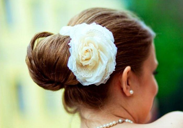 Красивое украшение пучка розой на свадьбу