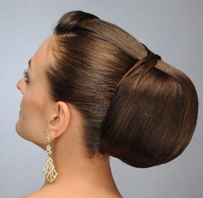 Прическа на длинные собранные волосы фото валиком