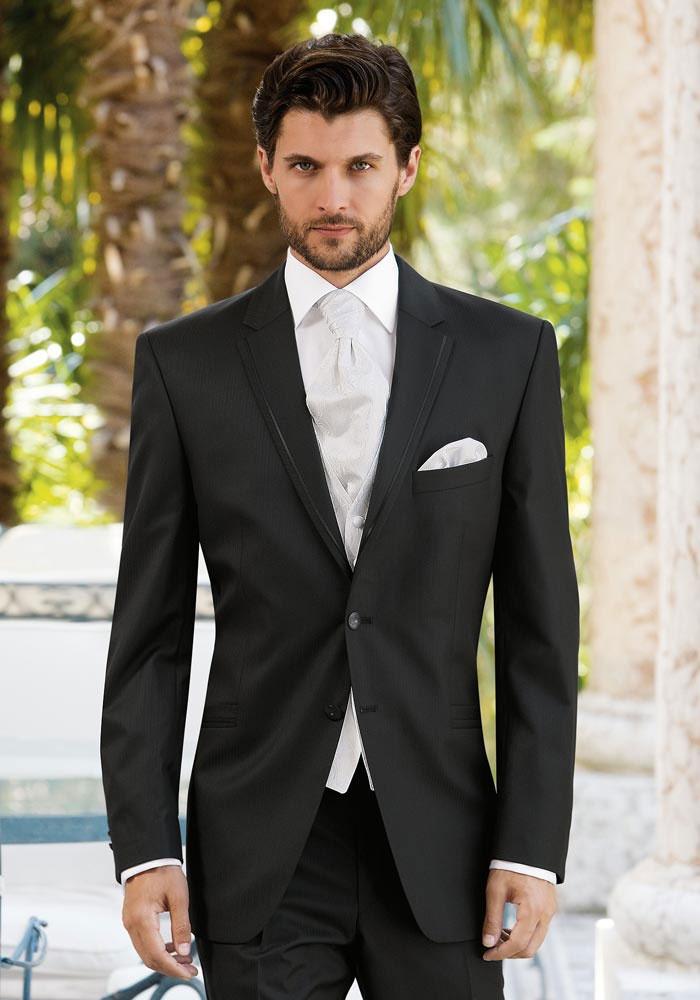 Строгий темный фрак для мужчины на свадьбу