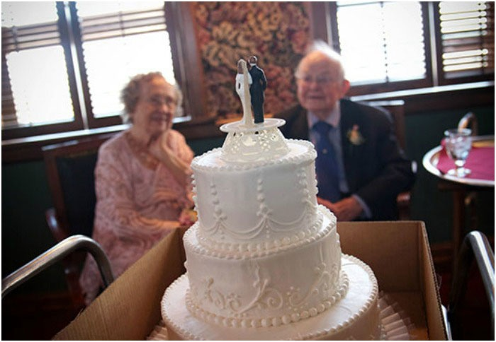 Торт в честь 65 лет свадьбы