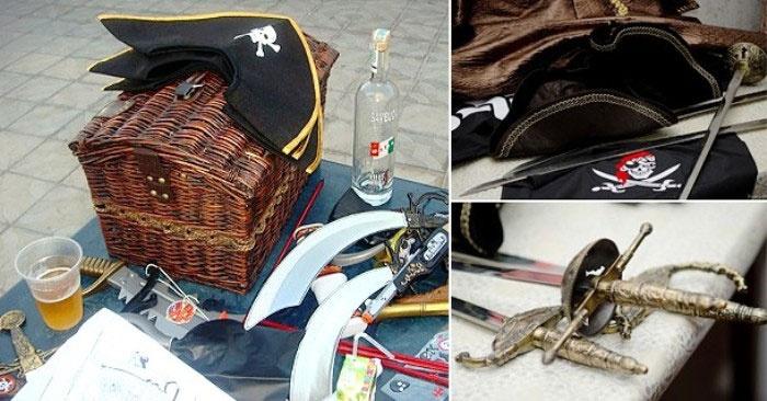 Реквизиты морского выкупа: пиратские шляпы и сабли