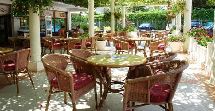 Уютное кафе для фарфоровой свадьбы