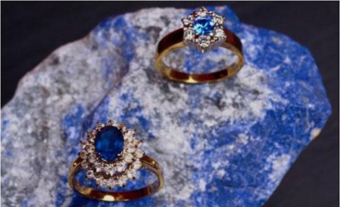 Кольца с камнем сапфиром на юбилей