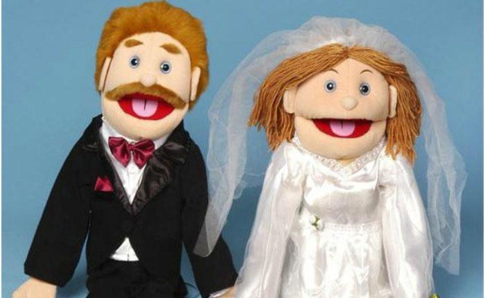 Подарок к льняной свадьбе: фигурка счастливых супругов