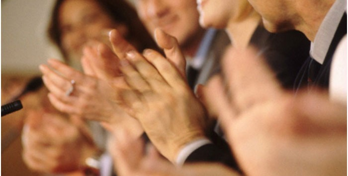 Гости аплодируют бумажным юбилярам