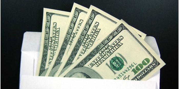 Деньги – хороший подарок на двухлетнюю годовщину