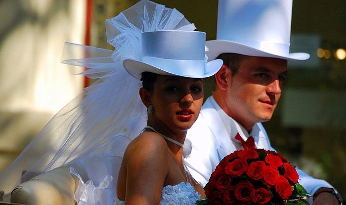 Женский вариант цилиндра на свадьбу