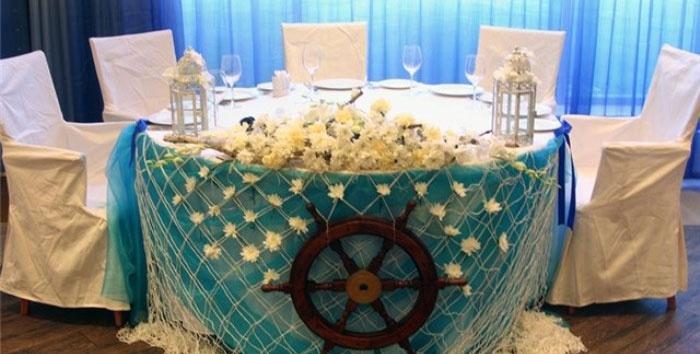 Почетное место для супругов на бирюзовой свадьбе