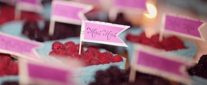 Карточки для гостей на малиновой свадьбе
