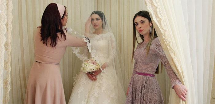 Невеста в Чечне проводит свадьбу в углу
