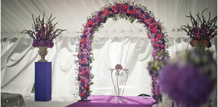 Арка с цветочным декором