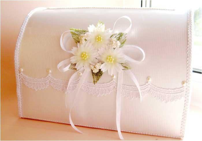 Красивый пастельный декор свадебного аксессуара