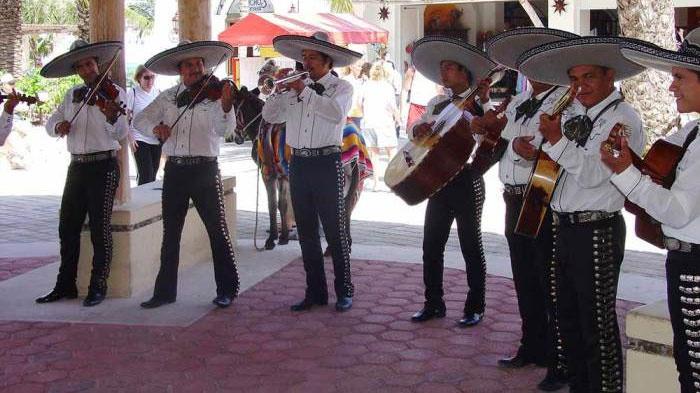 Живая музыка на мексиканской свадьбе