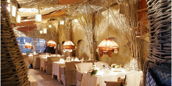 Ресторан с русским интерьером