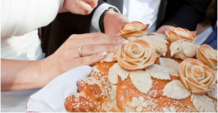 Испеченный каравай – великолепное блюдо праздника бракосочетания