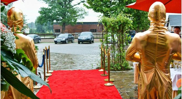 Красная ковровая дорожка для свадьбы оскар