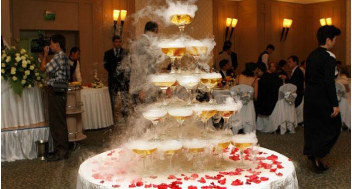 Пирамида бокалов шампанского для торжества Оскар