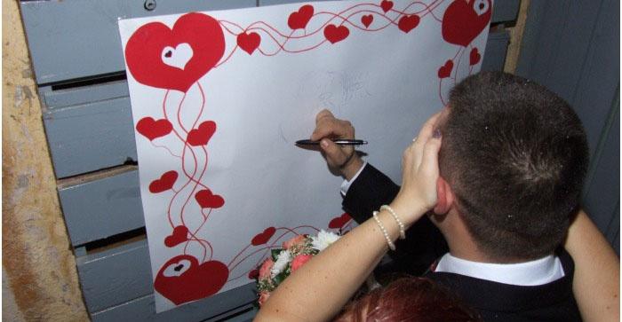 Суженый рисует невесту с закрытыми глазами