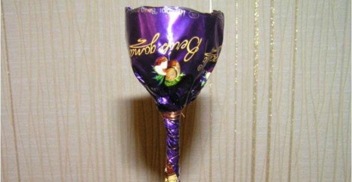 Фиолетовая сладость на шпажке
