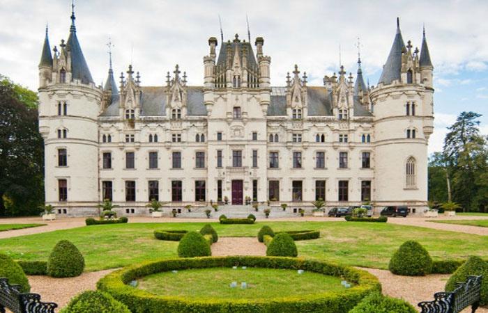 Французский замок Шато Шалей для свадебных церемоний