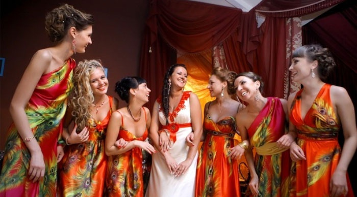 Платья для подружек с рисунком на ткани