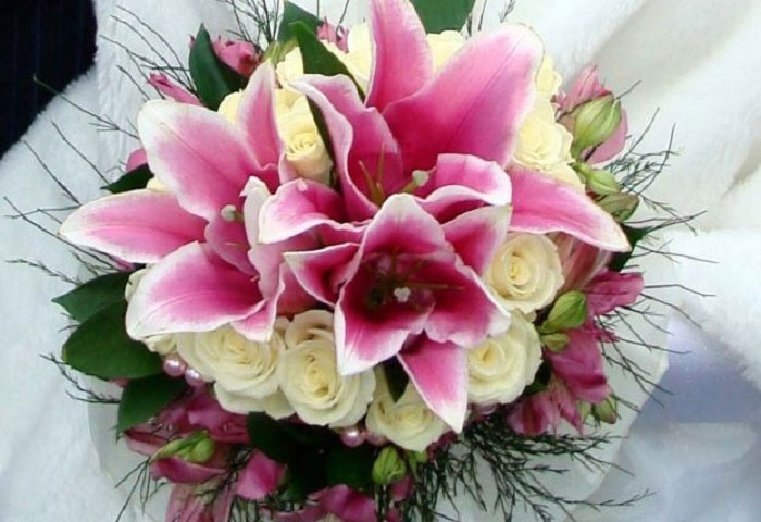 Розовые лилии для торжественных моментов