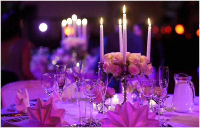 Декор банкетного зала свечами