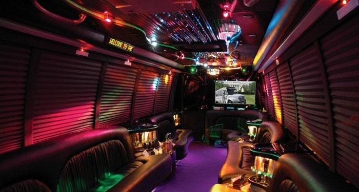 Лимо: клубный автобус внутри