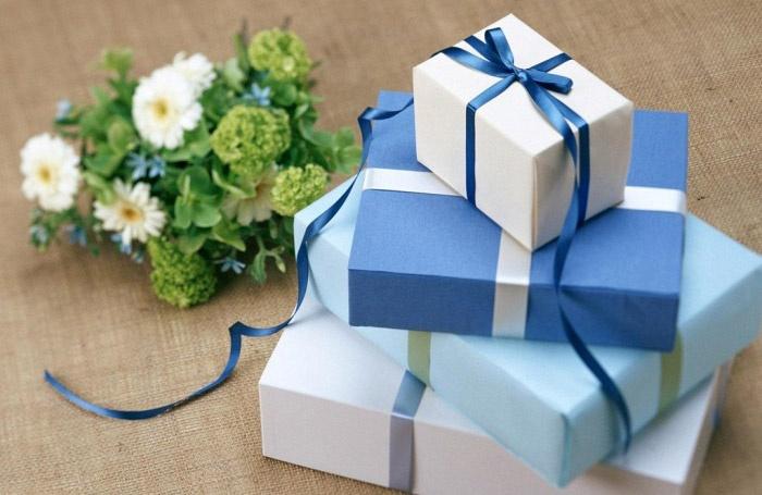 Выбор свадебного подарка для подруги