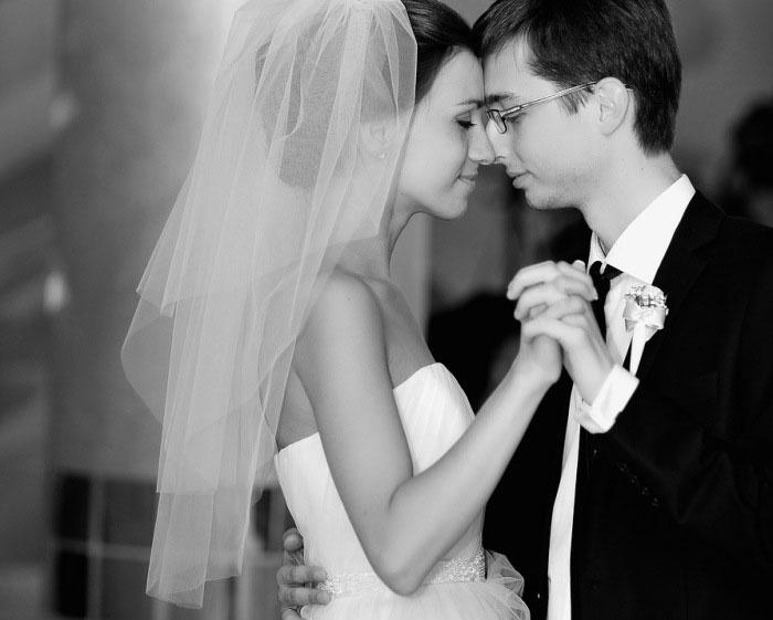Счастливый момент свадебной постановки танца