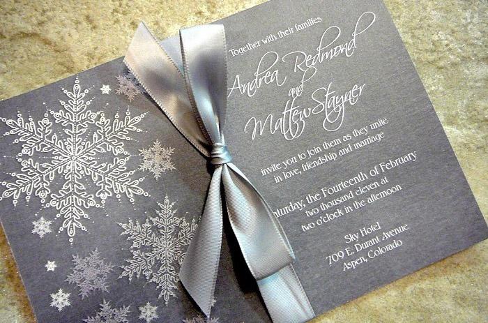 На фото пример приглашения на зимнюю свадьбу