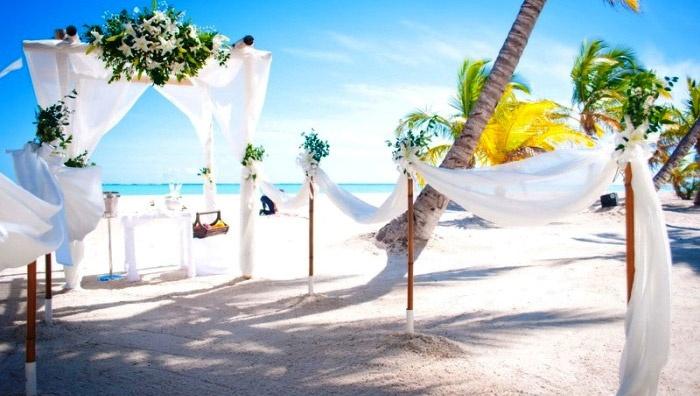 Подготовка пляжной церемонии росписи