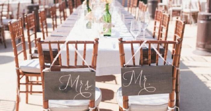 Подписи на стульях украсят любое торжество