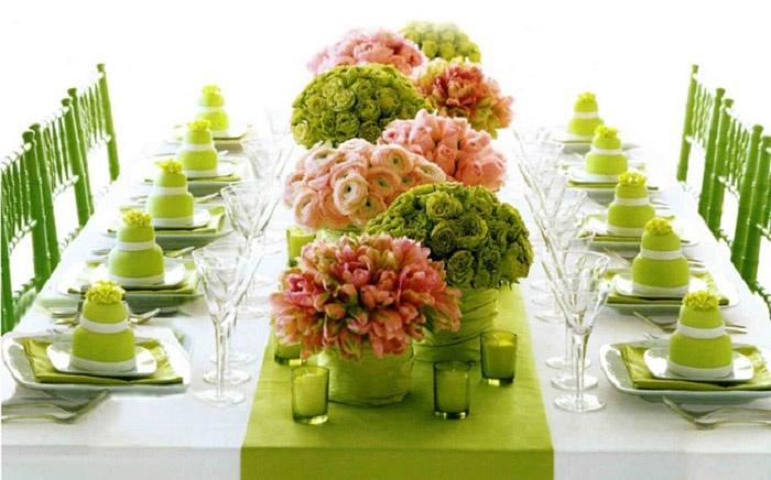 Удачная идея оформления свадебного стола