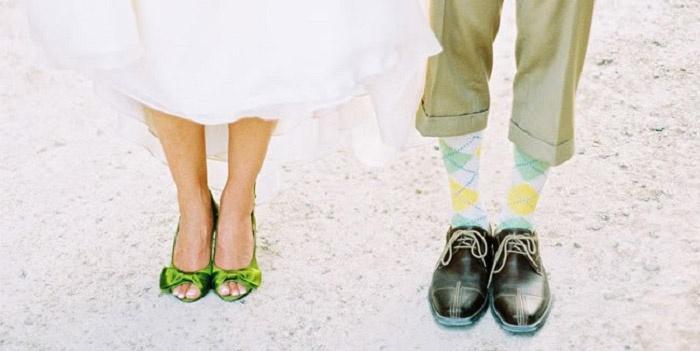 Яркая обувь жениха и невесты