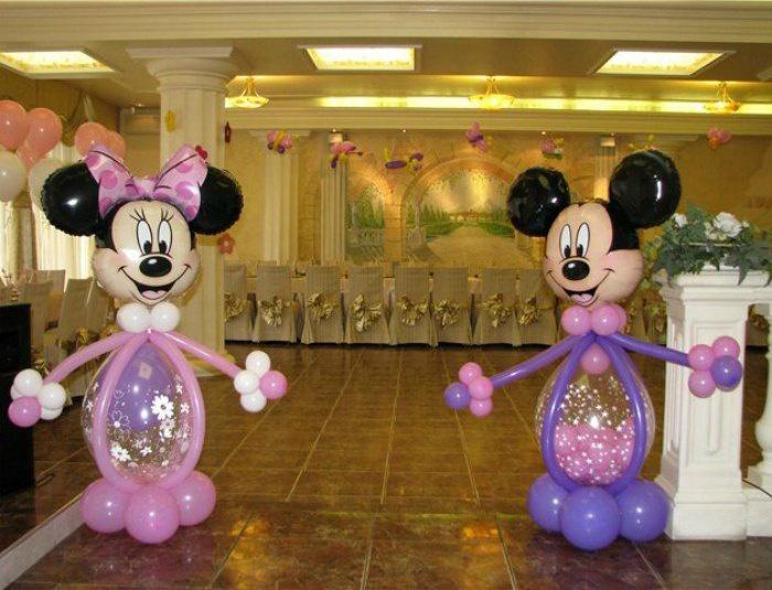 Свадебный зал украшенный шарами в виде фигур