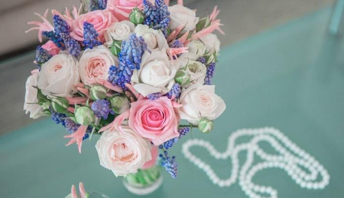 Розово-синие тона свадебных цветов