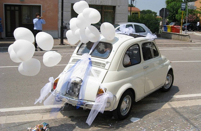 Надувные шары для украшения свадебного авто