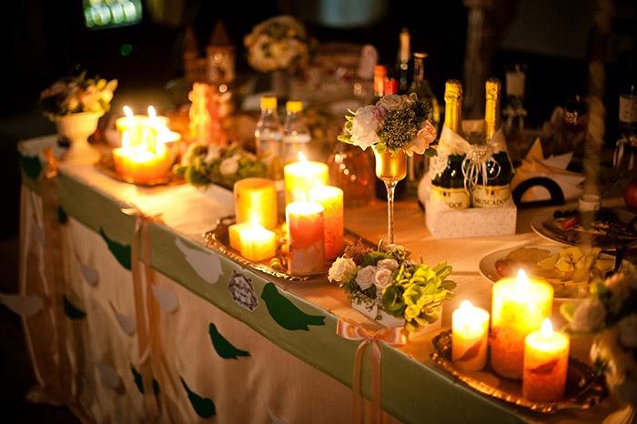 Романтичное украшение свадебного стола