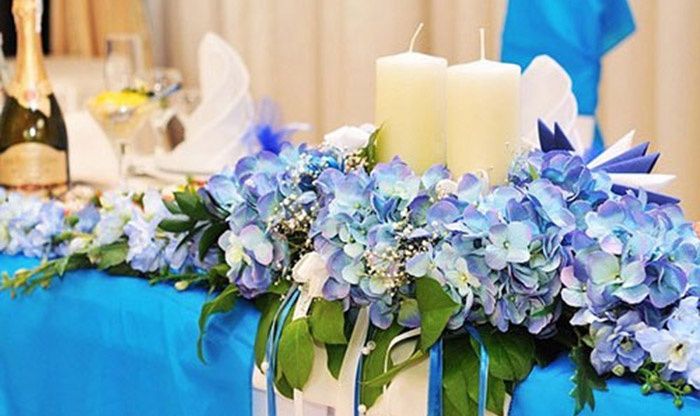 Украшения свадебного стола в голубых тонах