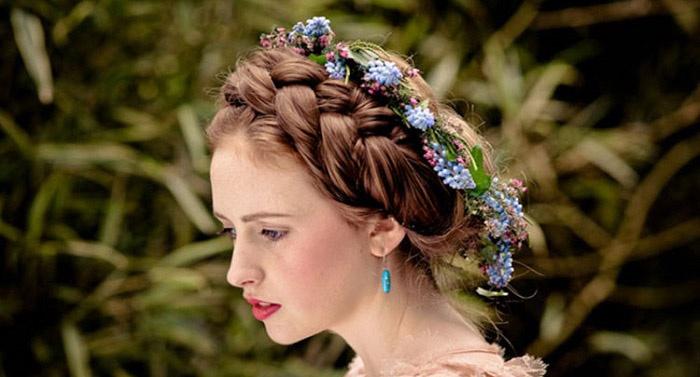 На фото коса корона для любого торжества