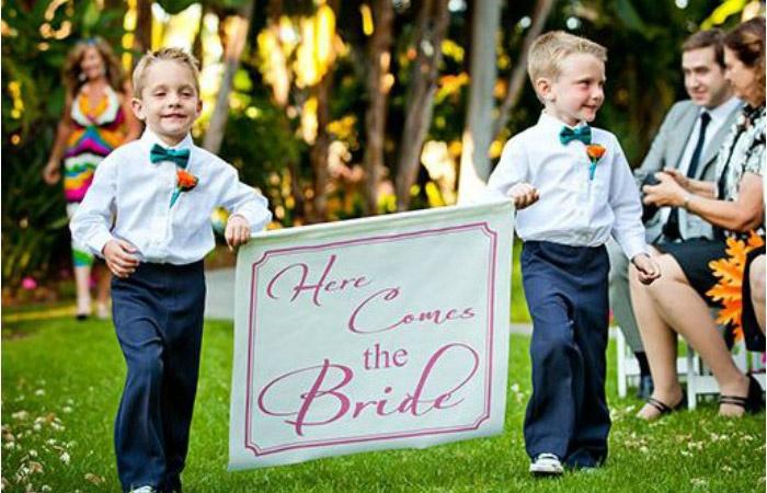 Милые ребята на свадьбе