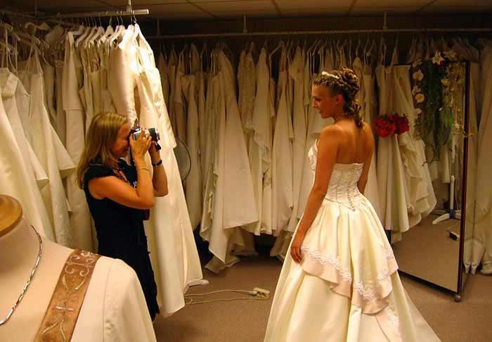 Выбор платья – нелегкое дело.